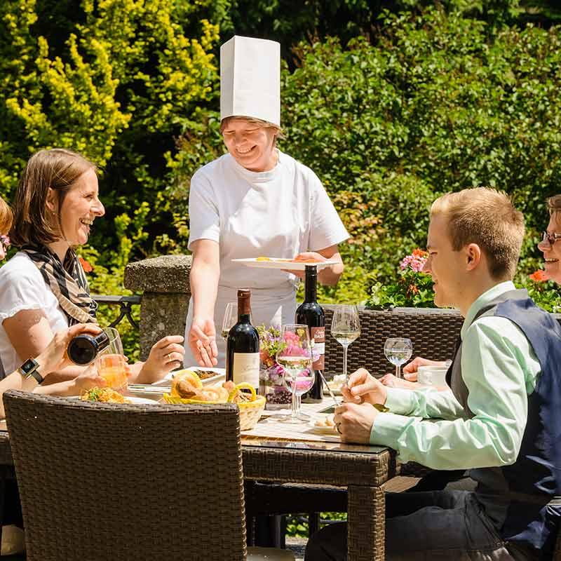 Gästehaus Johannes-Schlößl Heilsame Orte Pallottiner Außenansicht Mittagessen