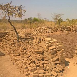 Lehmziegel werden getrocknet
