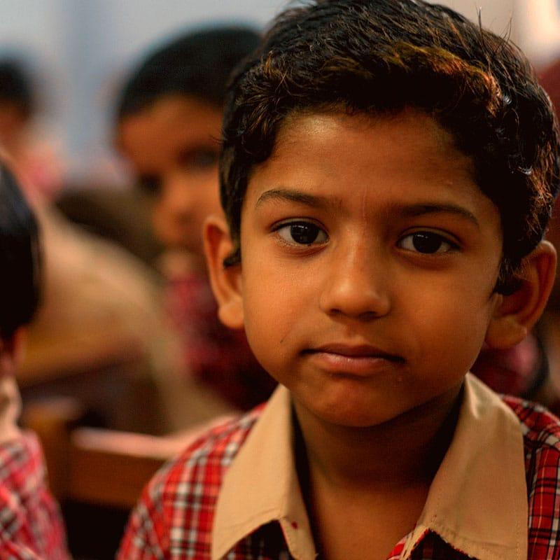 Waisenjunge in Indien
