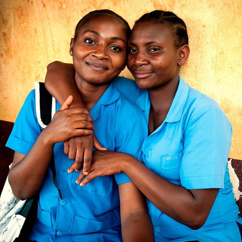Missionsbericht der Pallottiner 2015 - Schülerinnen in Afrika