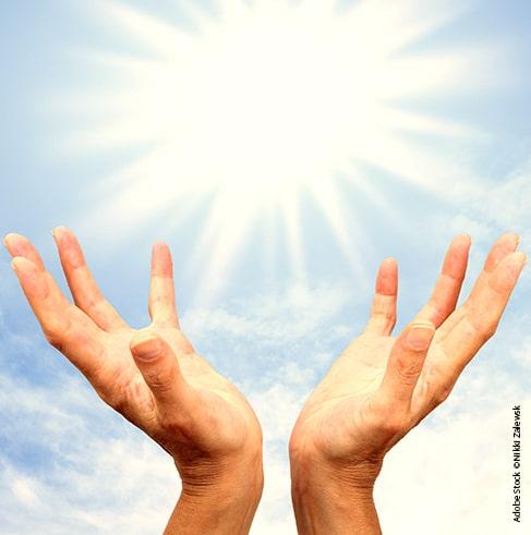 Hände und Licht - Transzendenz