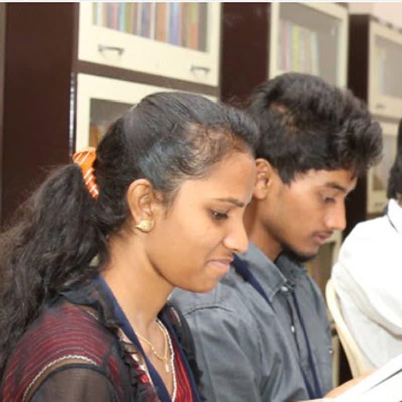 Jugendliche im st vincent pallotti college in Indien