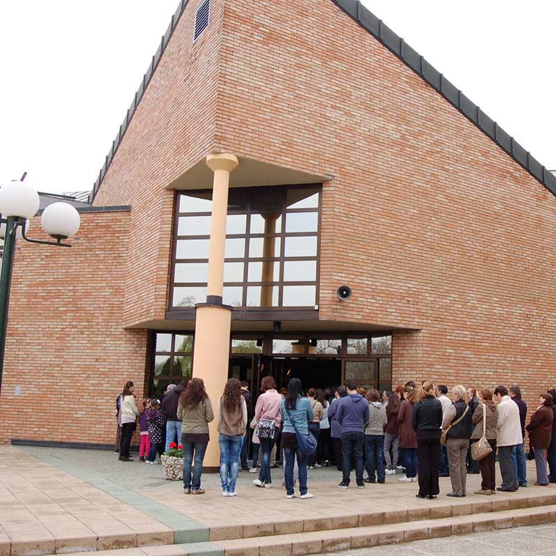 Kirchenbesucher in Vinkovci