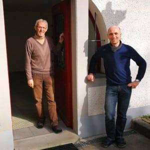 Die Pallottinerpatres Fritz Kretz (li.) und Reinhold Maise (re.) widmen sich im Coenaculum dem kontemplativen Gebet.
