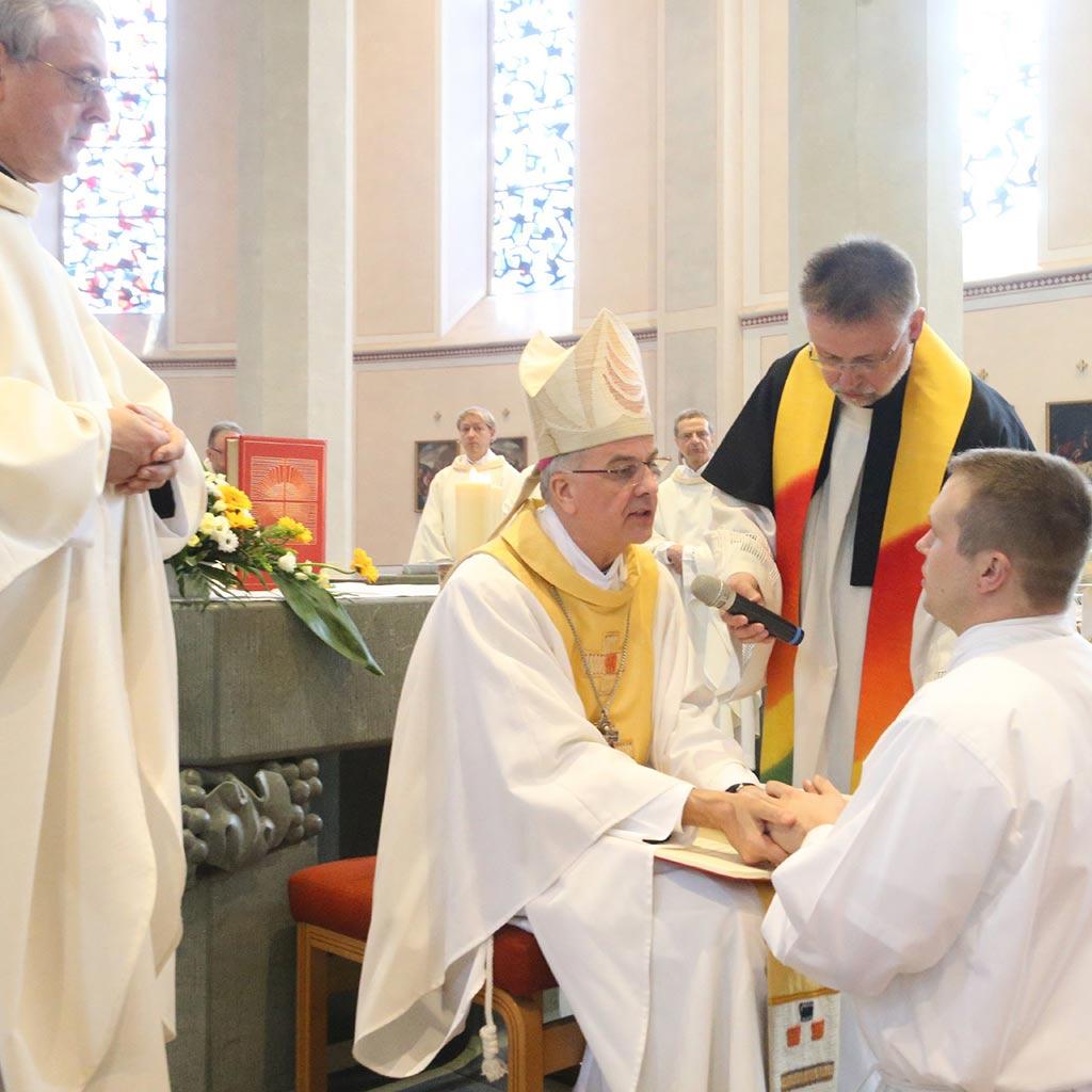 Diakon und Bischof