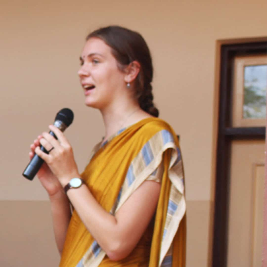 Englische Ansprache mit MIkrofon - MAZ in Indien