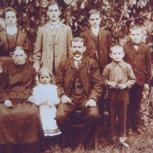 Familienbild mit Richard Henkes 1910