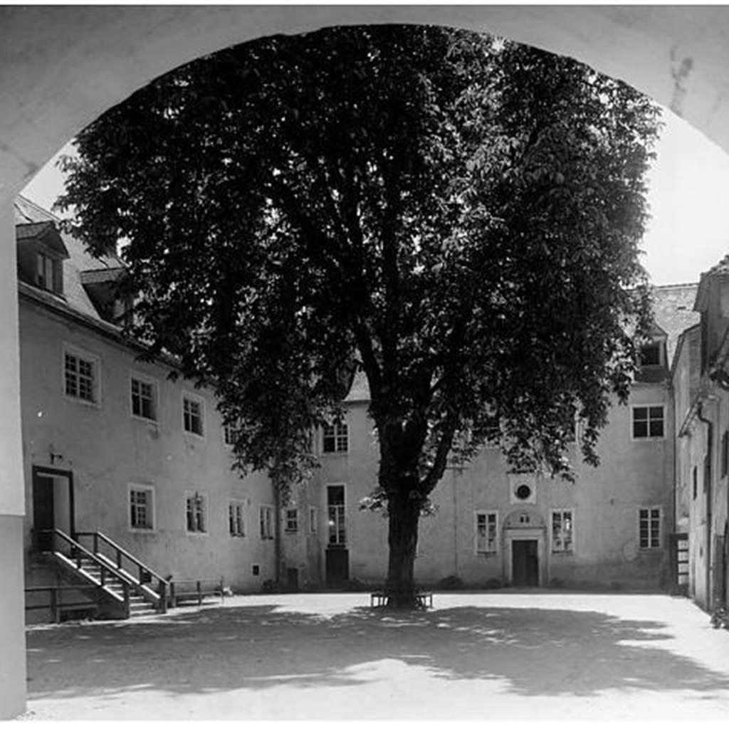 Hersberg Innenhof um 1950
