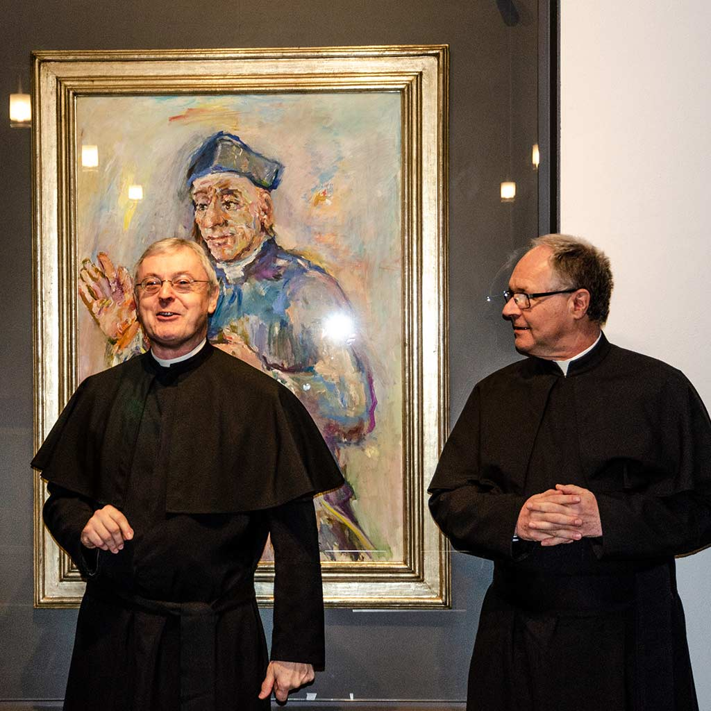 Provinzial und Vizeprovinzial vor dem Bild des heiligen Vinzenz Pallotti