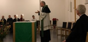 Pater Scharler gibt die neue Leitung bekannt