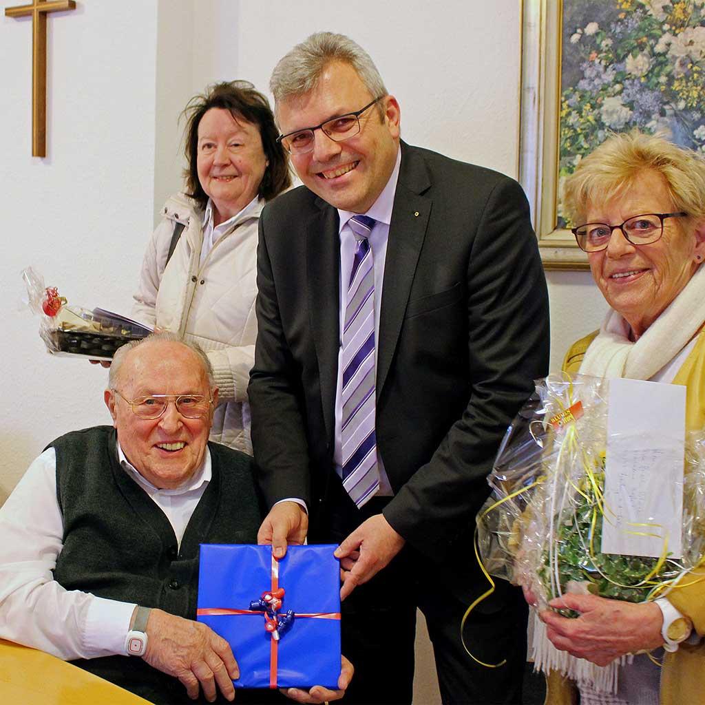 Pater Bleuel feiert 95. Geburtstag