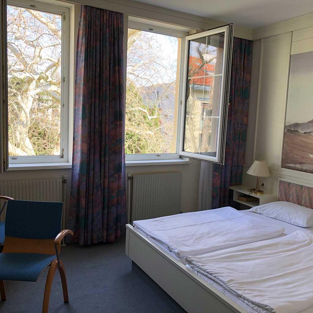 Doppelzimmer mit Aussicht zum Garten Pallotthaus Wien