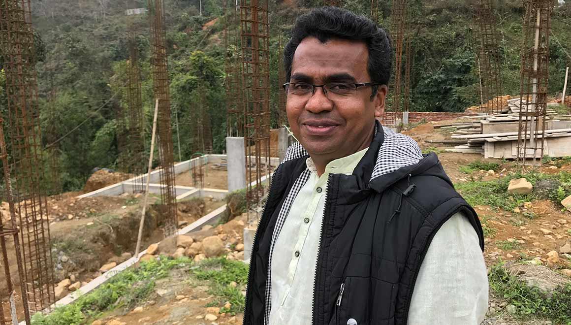 Pater Thomas ist Priester in Daporijo (Indien)