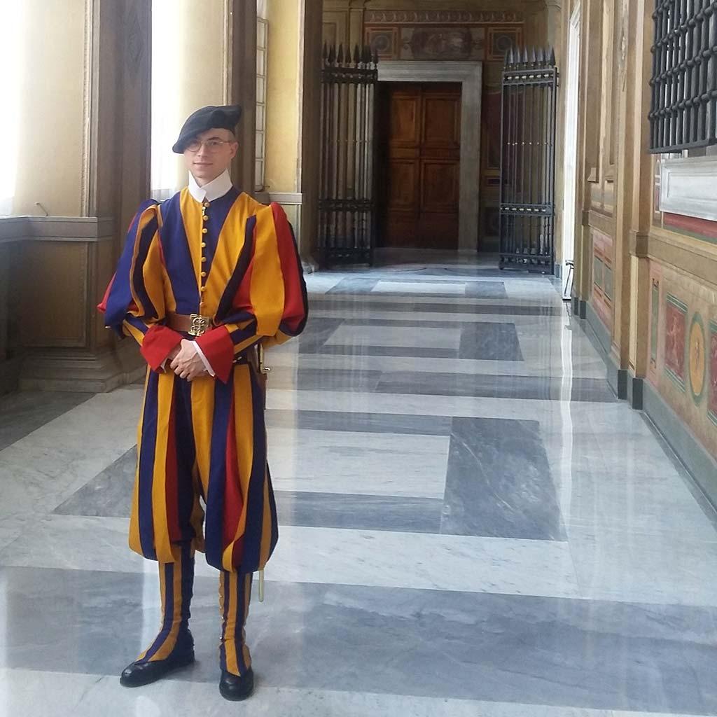 Apostolischer Palast mit Schweizer Gardist