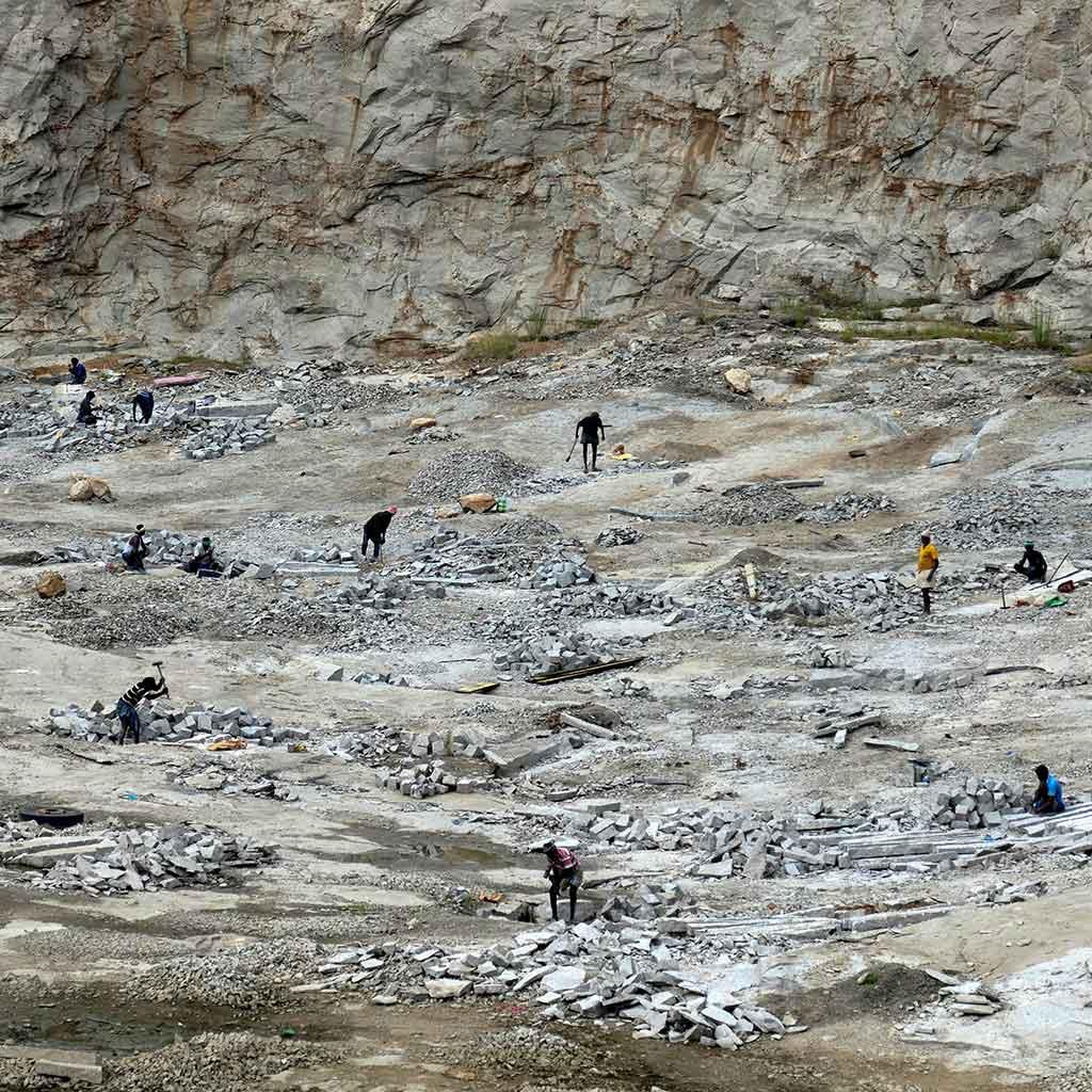 Steinbruch in Indien - hier mussten auch Kinder schuften