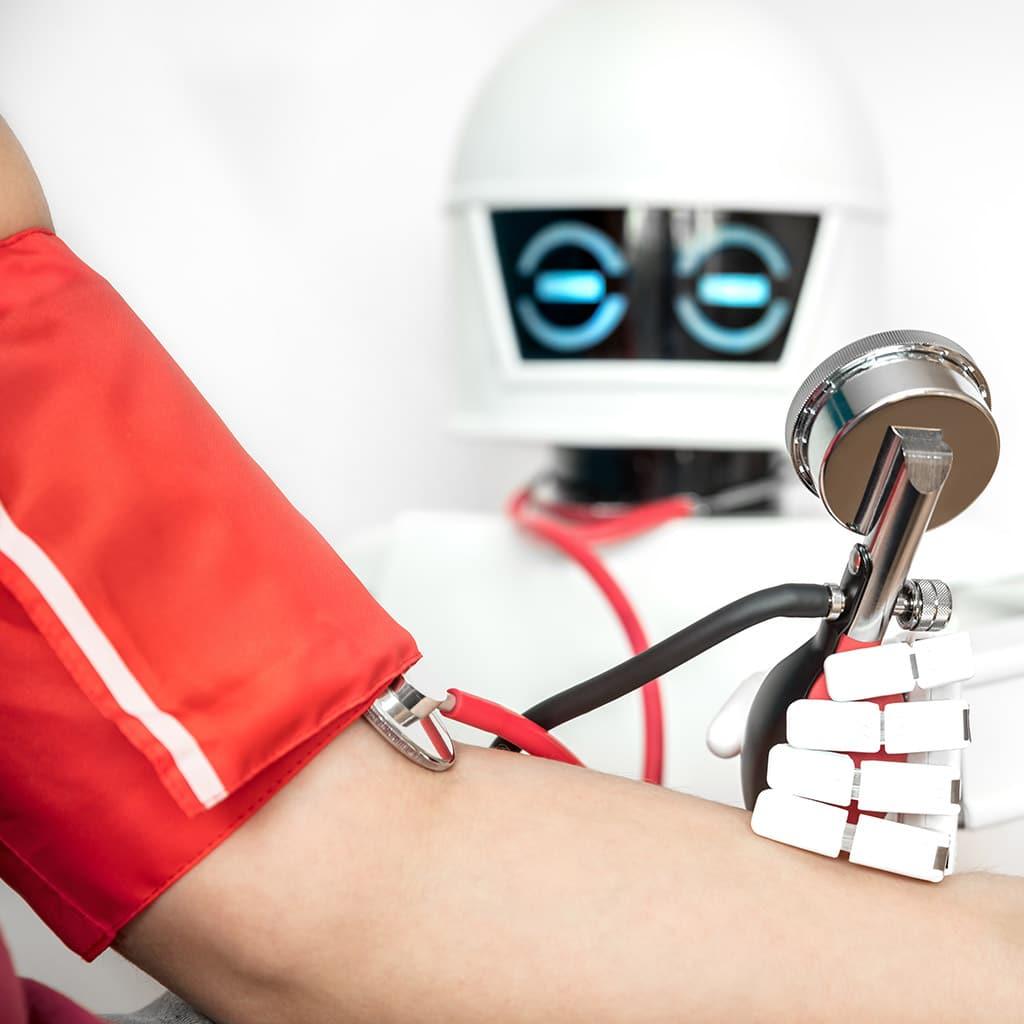 Bluthochdruck gemessen vom Roboter