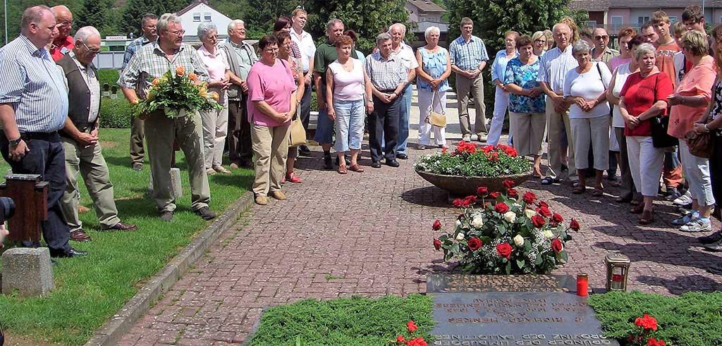 Besuch am Grab von Pater Richard Henkes auf dem Pallottiner Friedhof in Limburg