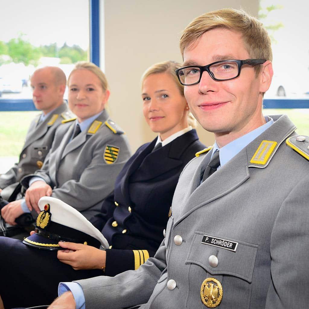 Offiziere der Bundeswehr bei einem Vortrag