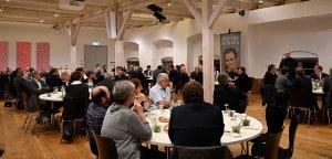 Provinzial Pater Helmut Scharler begrüßt die Gäste im Wittelsbacher Schloss