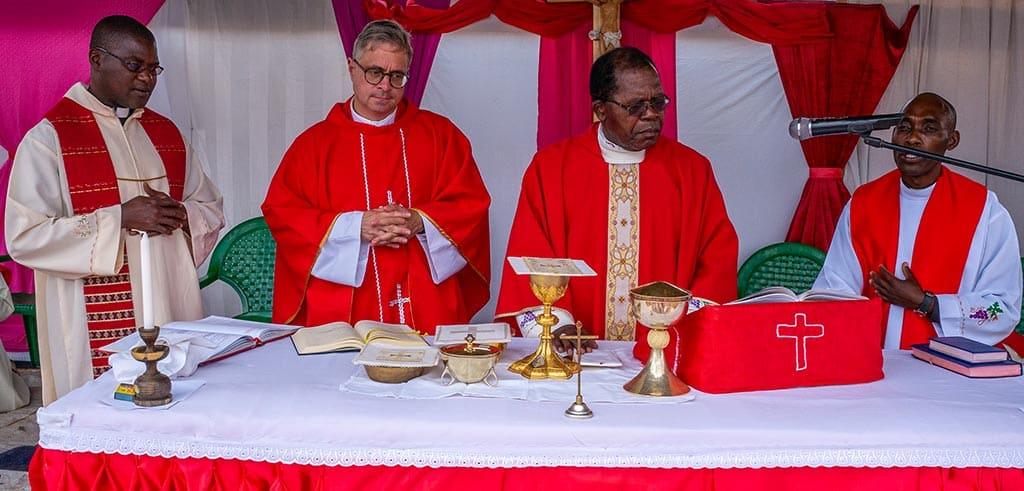 Firmgottesdienst mit dem Bischof und Pallottinern