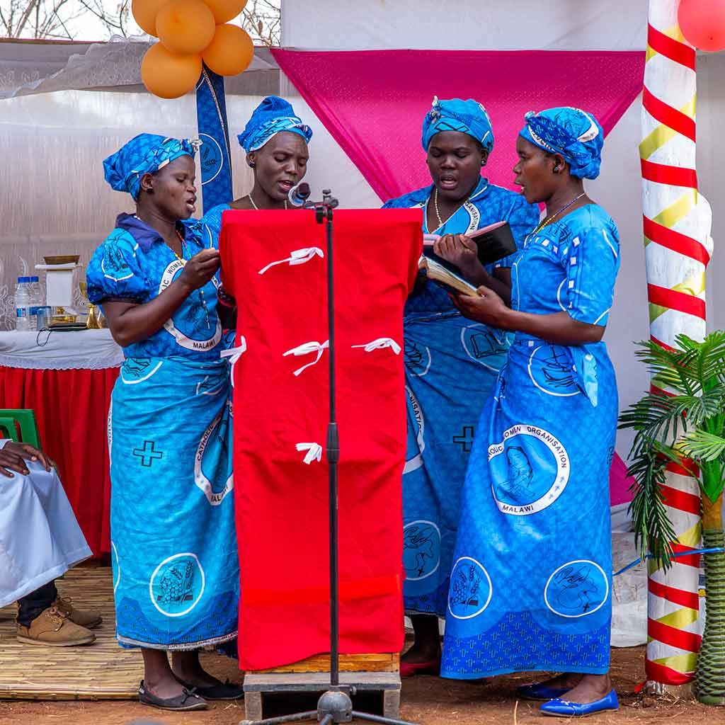 Sängerinnen beim Firmgottesdienst in Kaphatika