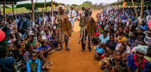 Firmgottesdienst mit Zeremonientänzern Kaphatika Malawi