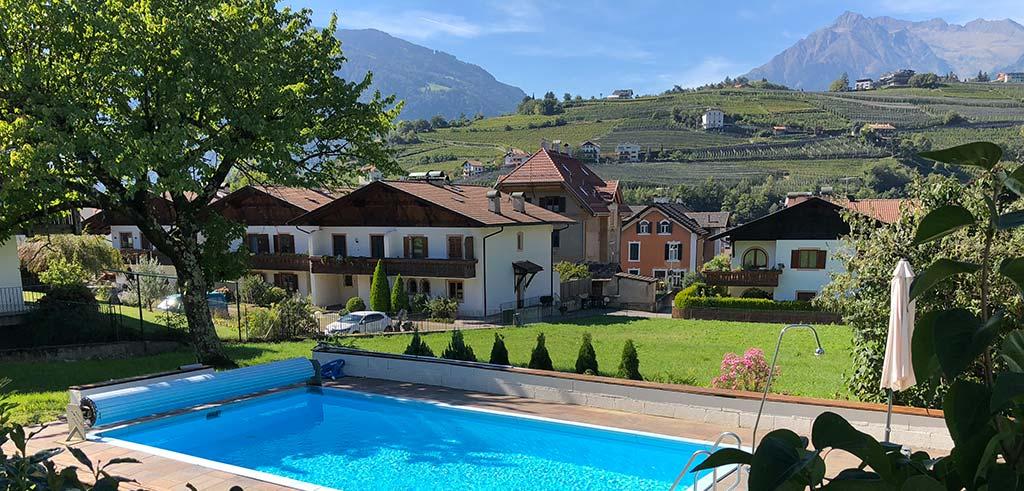 Schwimmbad des Casa Pallotti in Südtirol