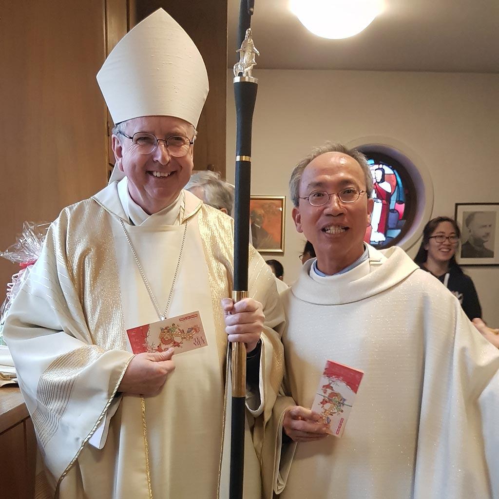 Weihbischof Horst Eberlein und Pastor Paul Pham beim Neujahrsfest 2020