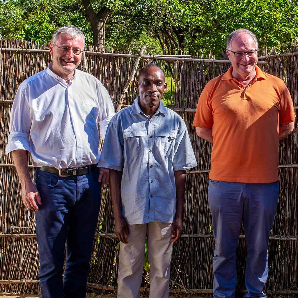 Provinzial Scharler, Pfarrer Pater Wellos, Vizeprovinzial Pfenning in Kaphatika Malawi Pallottiner