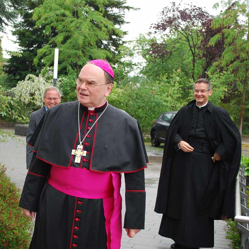Bischof Bertram Meier besucht das Provinzialat der Pallottiner