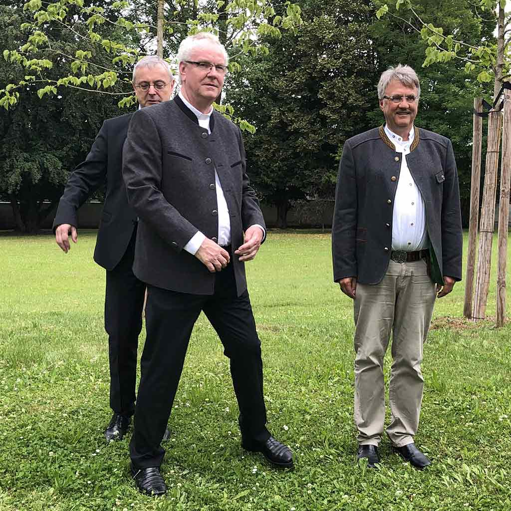Pater Holzbach geht!