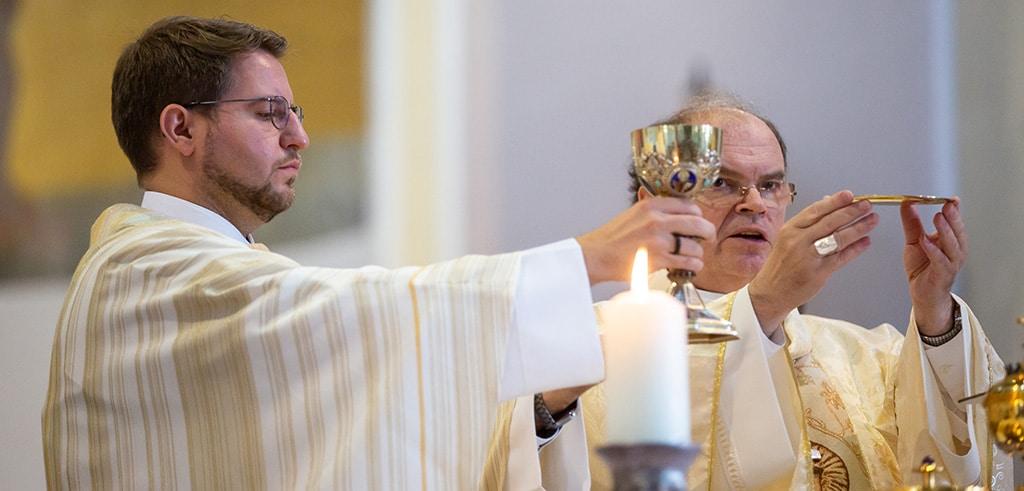 Diakon Marcus Grabisch mit Bischof Bertram Meier