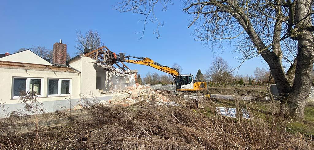 Abbrucharbeiten an der ehemaligen Gärtnerei der Pallottiner