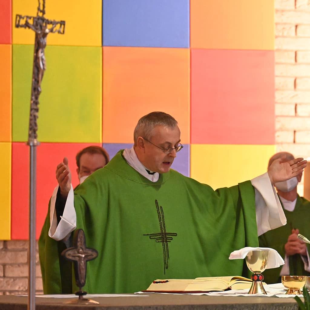Provinzial Pater Helmut Scharler SAC beim Abschiedsgottesdienst in Rheinbach