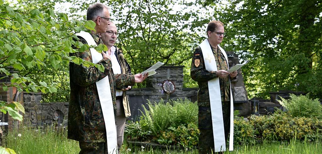 Soldatenwallfahrt zur Lourdes-Grotte der Pallottiner