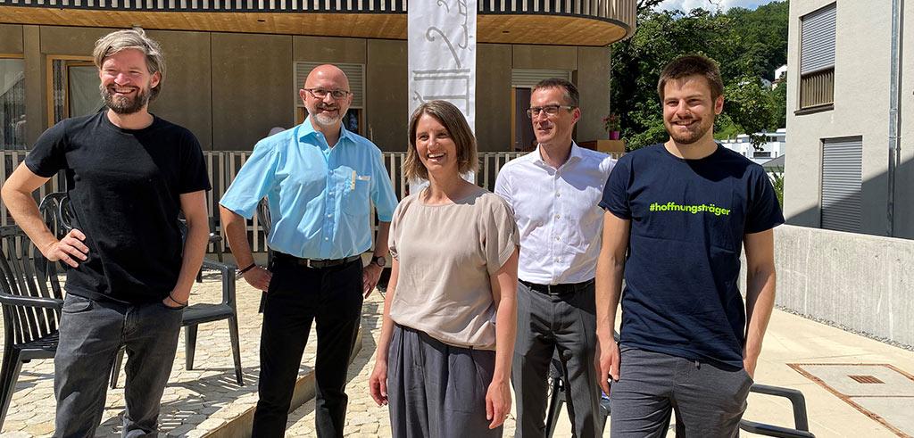Pater Schneiders mit Vertretern der Hoffnungsträger Stiftung
