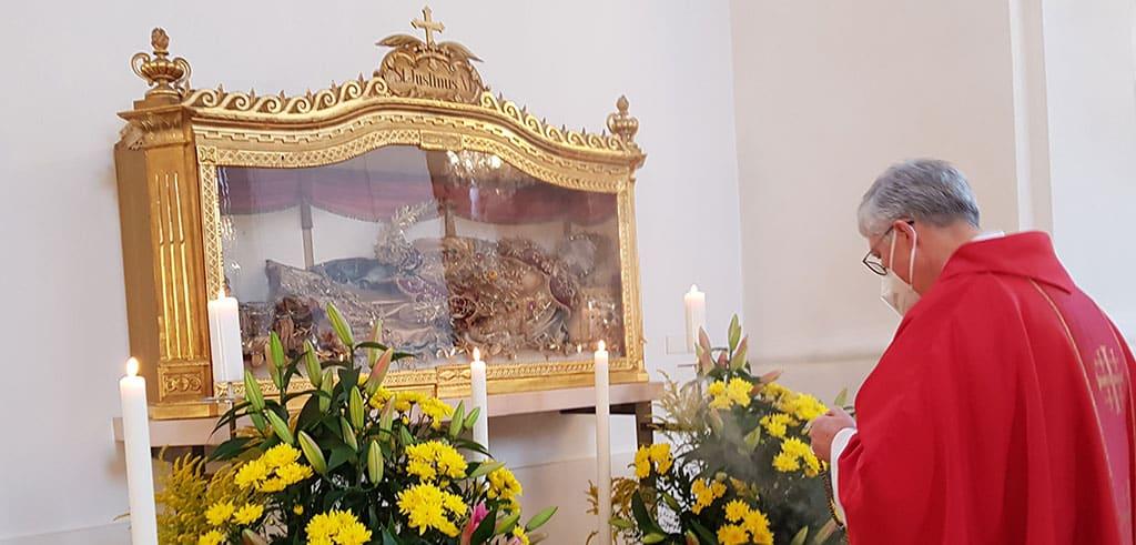 Verehrung des Hl. Justinus in der Wallfahrtskirche Herrgottsruh in Friedberg (Bayern)