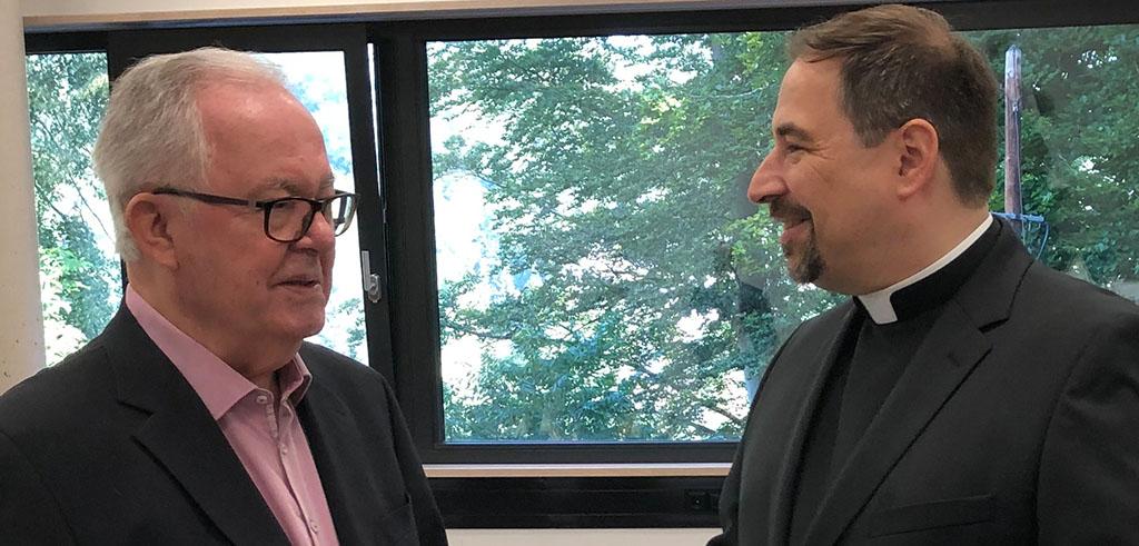 P. Manfred Probst SAC übergibt den Vorsitz der PTHV-Stiftung an P. Björn Schacknies SAC